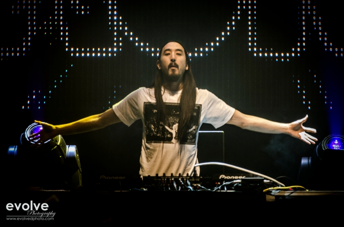 Steve Aoki, getting ready to mix, mash and throw some cake.